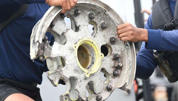 Części samolotu linii lotniczych Sriwijaya Air, który spadł do Morza Jawajskiego - Sputnik Polska