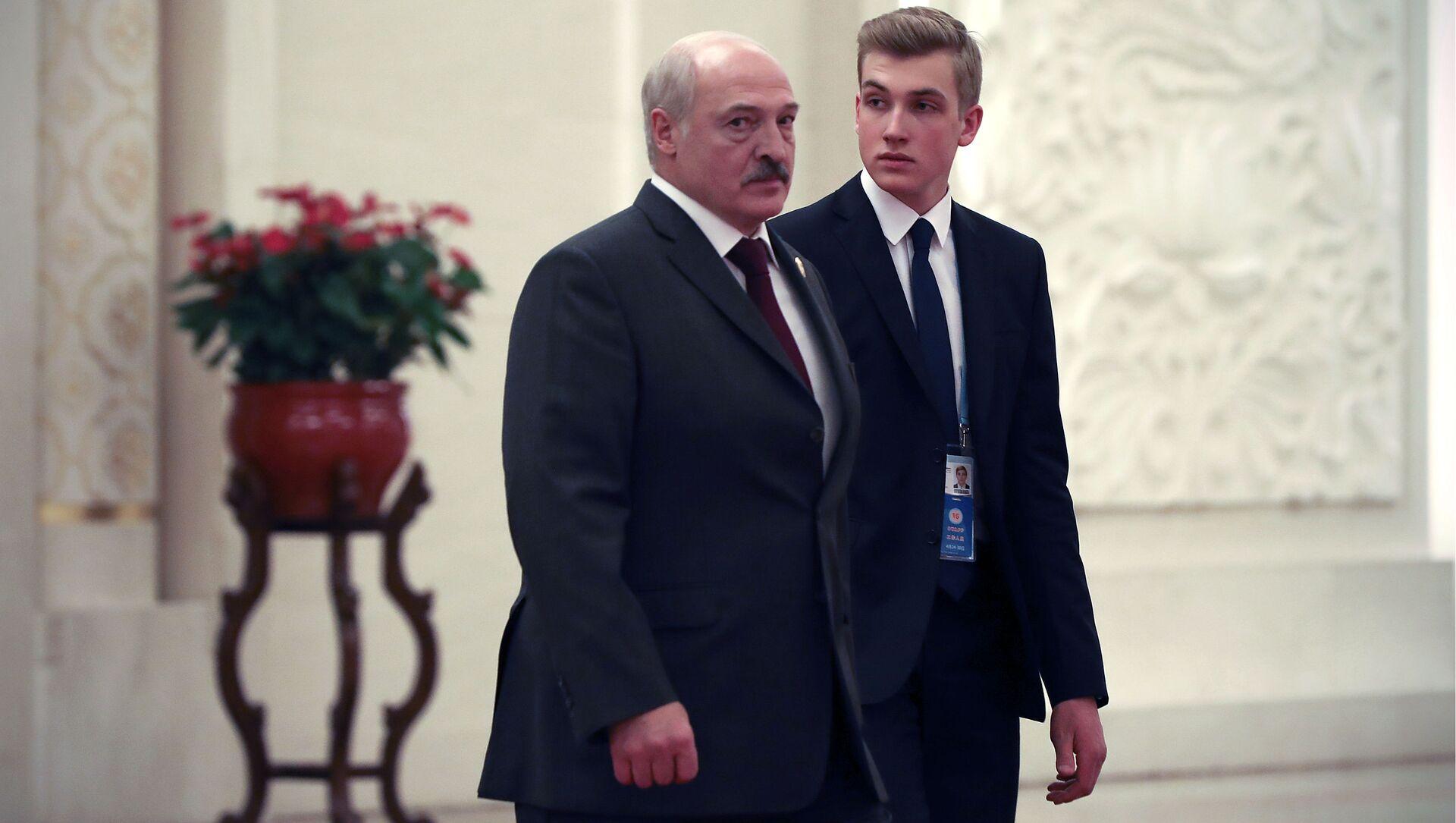Prezydent Białorusi Aleksandr Łukaszenka z synem Nikołajem. - Sputnik Polska, 1920, 26.02.2021