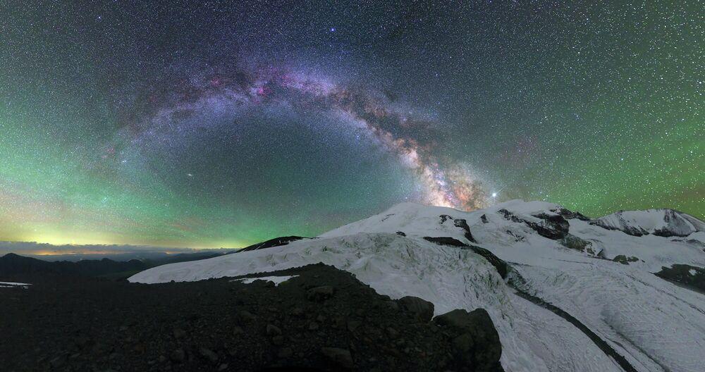 Michaił Reva Poświata nad Elbrusem