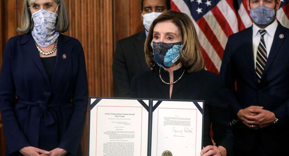 Spiker Izby Reprezentantów Stanów Zjednoczonych Nancy Pelosi prezentuje artykuł impeachmentu prezydenta Donalda Trumpa