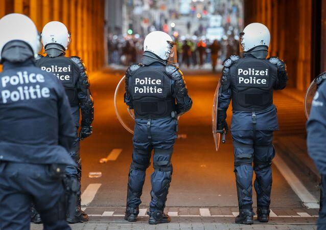 Zamieszki wybuchły po tym, jak 23-latek zmarł po policyjnej kontroli