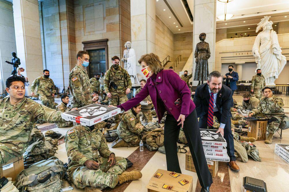 Pizza dla żołnierzy Gwardii Narodowej Stanów Zjednoczonych