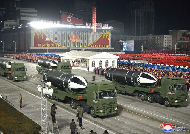 Parada wojskowa z okazji VIII zjazdu Partii Pracy Korei w Pyongyang.