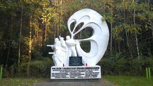 Pomnik polskich i radzieckich spadochroniarzy w Sokołowie - Sputnik Polska