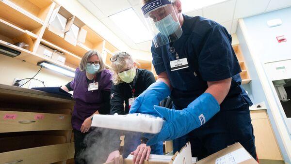 Dostawa szczepionek Pfizera przeciwko koronawirusowi w UW Health w Madison, Wisconsin, USA, 14 grudnia 2020 roku - Sputnik Polska