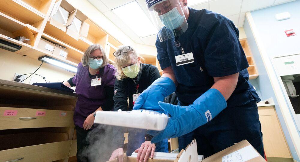 Dostawa szczepionek Pfizera przeciwko koronawirusowi w UW Health w Madison, Wisconsin, USA, 14 grudnia 2020 roku