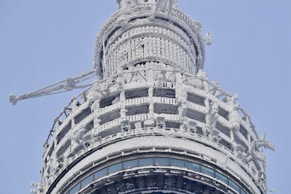Pokryta lodem wieża telewizyjna Ostankino  - Sputnik Polska