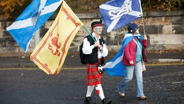 Uczestnicy marszu w Edynburgu na rzecz niepodległości Szkocji. Zdjęcie archiwalne. - Sputnik Polska