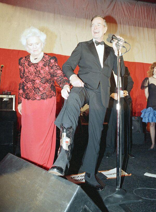 George H. W. Bush z małżonką Barbarą  - Sputnik Polska