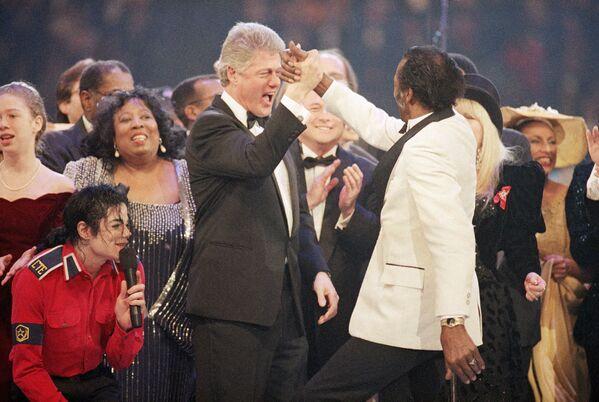 Bill Clinton i słynny amerykański piosenkarz Chuck Berry - Sputnik Polska