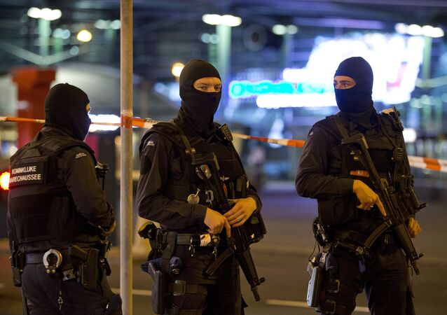 Funkcjonariusze Żandarmerii Wojskowej w Amsterdamie. Zdjęcie archiwalne.