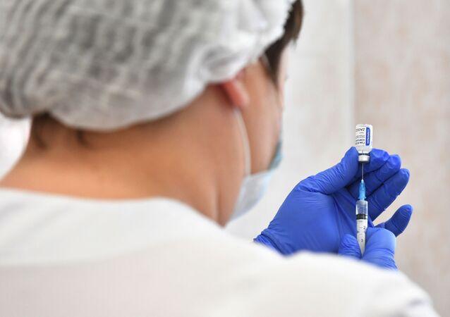 W Rosji ruszają masowe szczepienia na koronawirusa SARS-CoV-2.