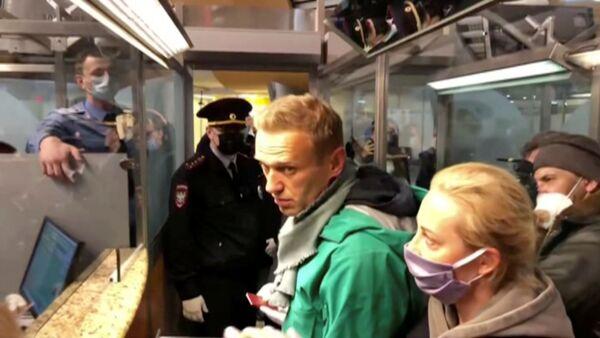 Aleksiej Nawalny zatrzymany na lotnisku Szeremietiewo - Sputnik Polska