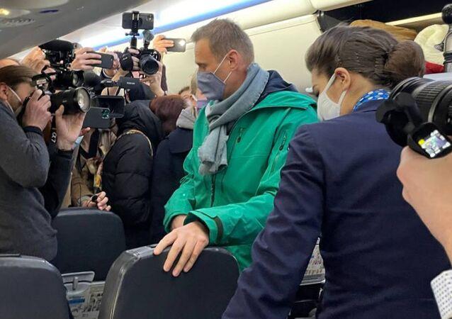 Aleksiej Nawalny na pokładzie samolotu, którym przyleciał z Berlina do Moskwy