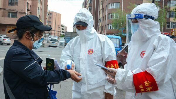 Sprawdzanie temperatury na ulicy w prowincji Jilin - Sputnik Polska
