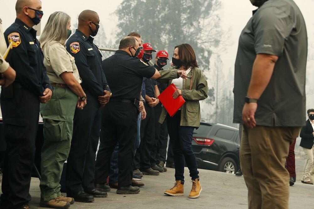 Kamala Harris podczas pożarów w Kalifornii w 2020 roku