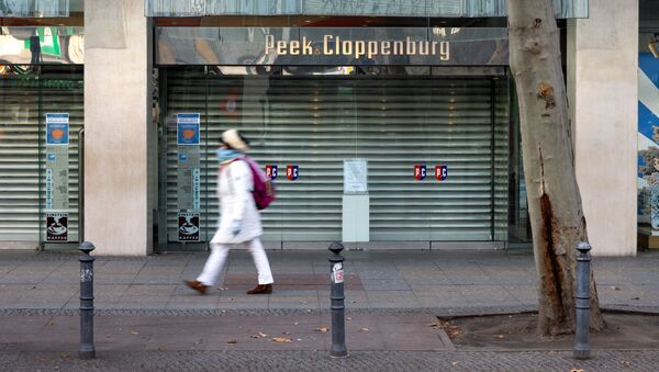 Zamknięty sklep przy ulicy Tauenzienstrasse w Berlinie podczas ogólnokrajowego lockdownu w Niemczech - Sputnik Polska