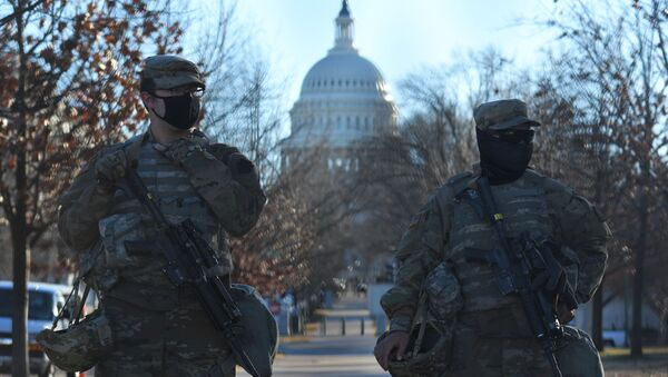 Funkcjonariusze Gwardii Narodowej w pobliżu Kapitolu w Waszyngtonie - Sputnik Polska