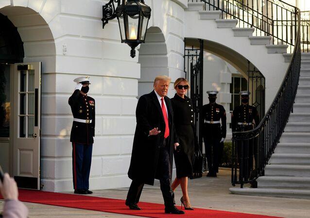 Donald i Melania Trumpowie opuszczają Biały Dom