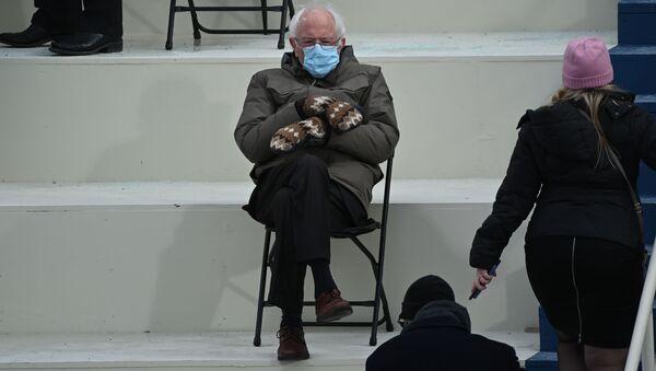 Senator Bernie Sanders podczas inauguracji Joe Bidena - Sputnik Polska