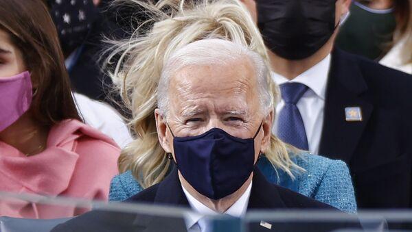 Joe Biden w masce podczas inauguracji 20 stycznia 2021 roku - Sputnik Polska