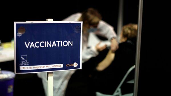Szczepienia na koronawirusa we Francji - Sputnik Polska