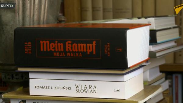 Polskie tłumaczenie Mein Kampf z krytycznymi komentarzami - Sputnik Polska