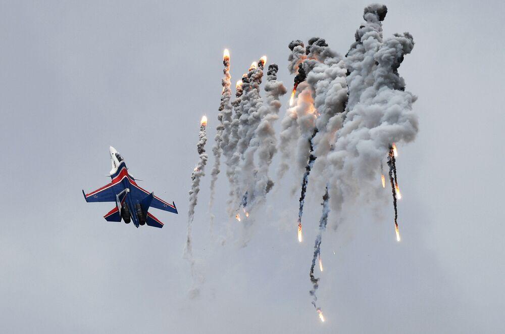 Myśliwiec Su-30SM na Festiwalu Lotniczym z okazji Dnia Zwycięstwa w Kubince