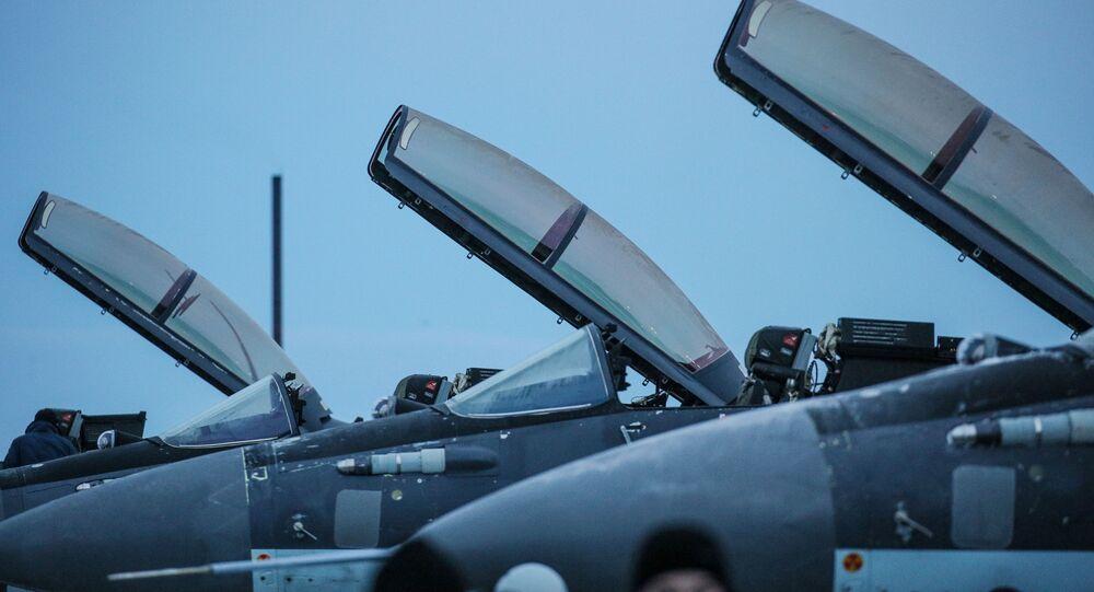 Myśliwce wielofunkcyjne MiG-29K na lotnisku Severomorsk-3