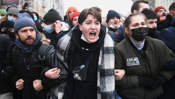 Uczestnicy nielegalnej akcji protestu w Moskwie - Sputnik Polska