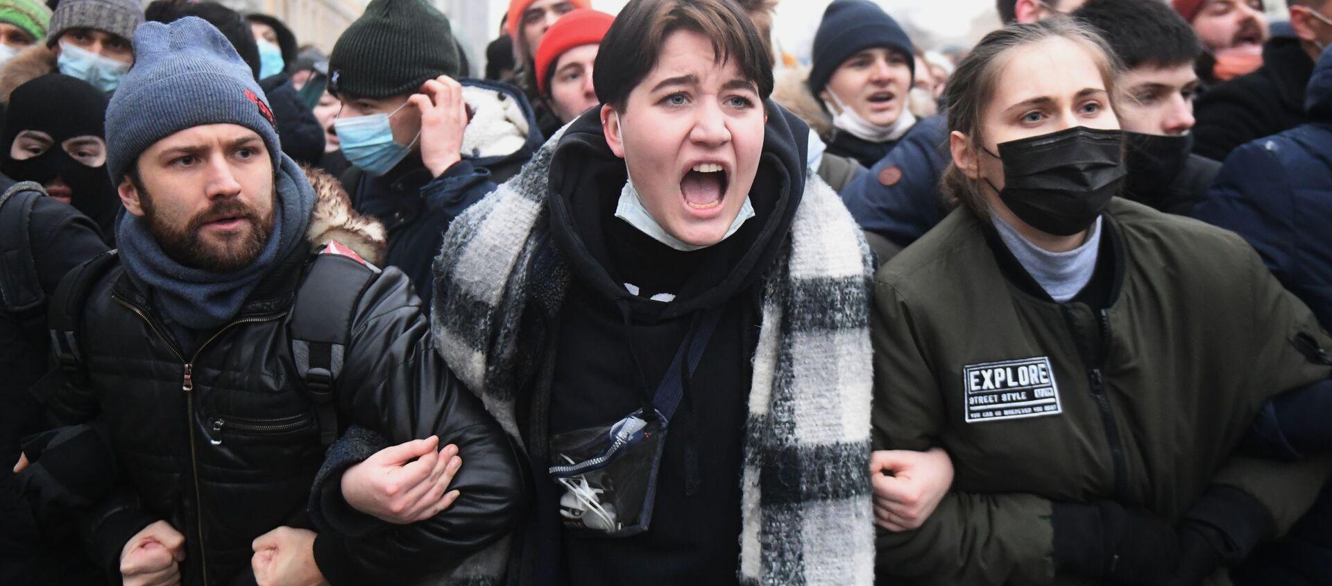 Uczestnicy nielegalnej akcji protestu w Moskwie - Sputnik Polska, 1920, 09.02.2021