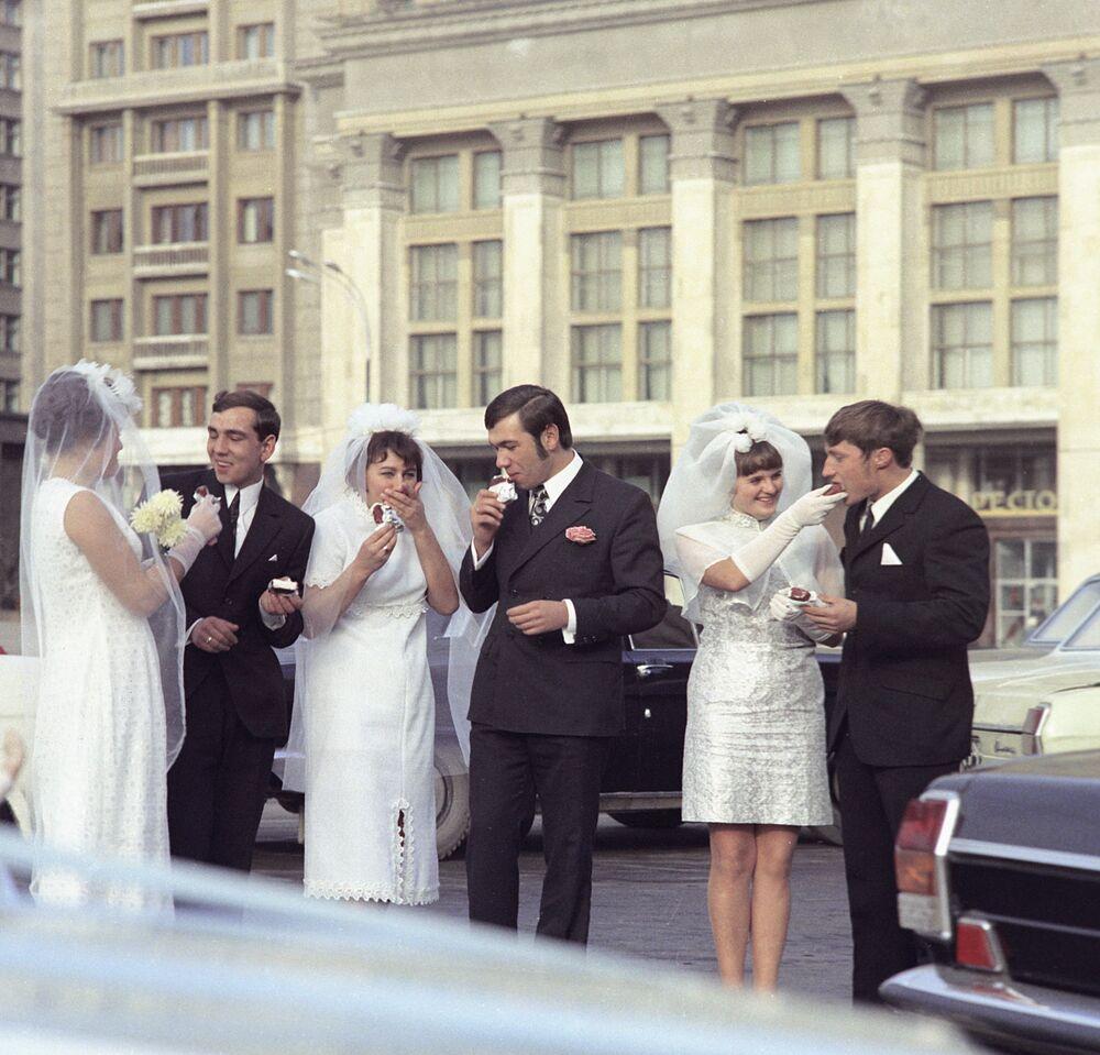 Nowożeńcy. Moskwa, 1972 rok
