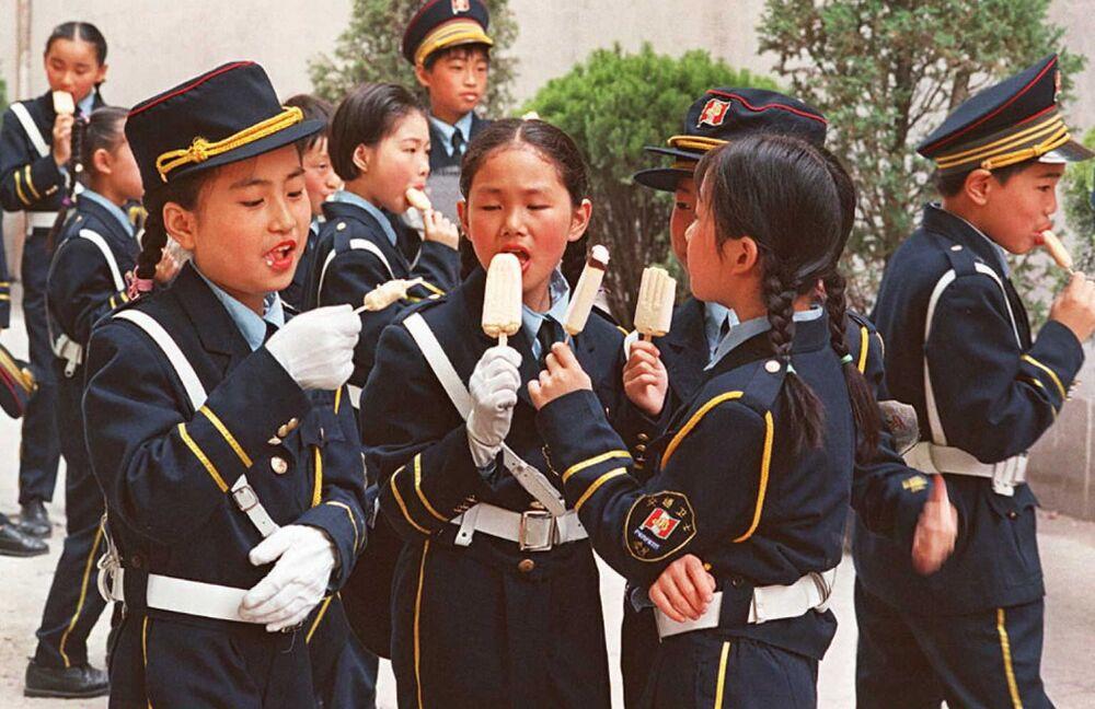 """Dzieci w Chinach jedzą """"Eskimo"""""""