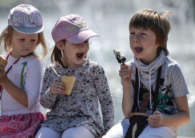 Dzieci z lodami