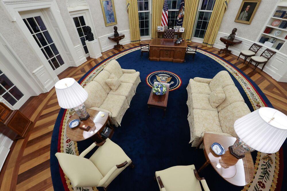 Nowa dekoracja Gabinetu Owalnego dla prezydenta USA Joe Bidena, 2021 rok