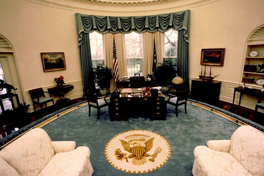 Widok dekoracji Gabinetu Owalnego Prezydenta USA George'a W. Busha, 1990 rok