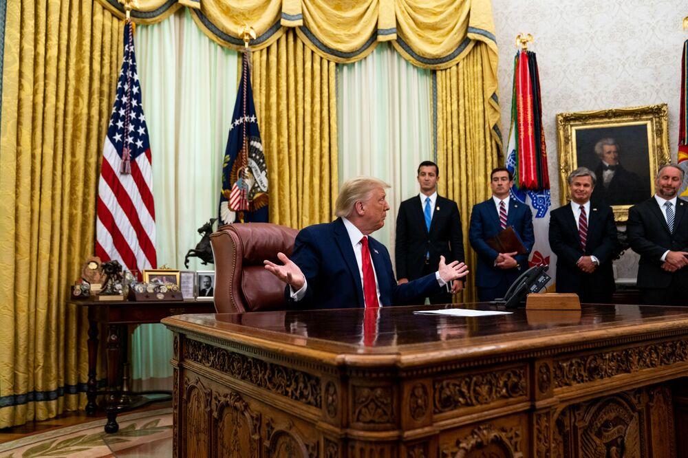 Prezydent USA Donald Trump w Gabinecie Owalnym w Białym Domu, 2020 rok