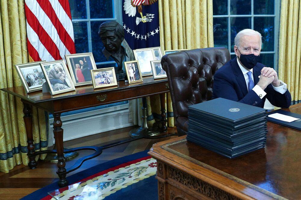 Prezydent USA Joe Biden w Gabinecie Owalnym w Białym Domu, 2021 rok