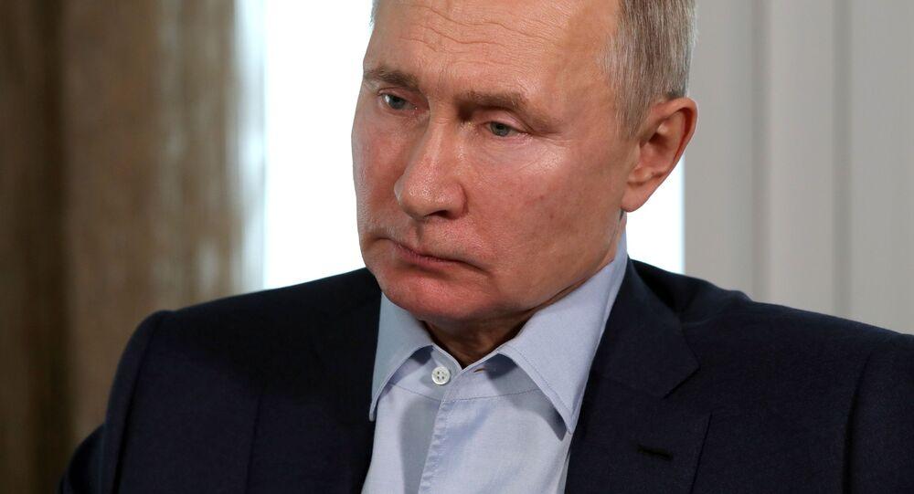 Prezydent Rosji Władimir Putin prowadzi wideokonferencję ze studentami szkół wyższych z okazji Dnia Rosyjskiego Studenta
