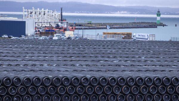 Rury do budowy gazociągu Nord Stream 2 w porcie Mukran w Sassnitz w Niemczech - Sputnik Polska