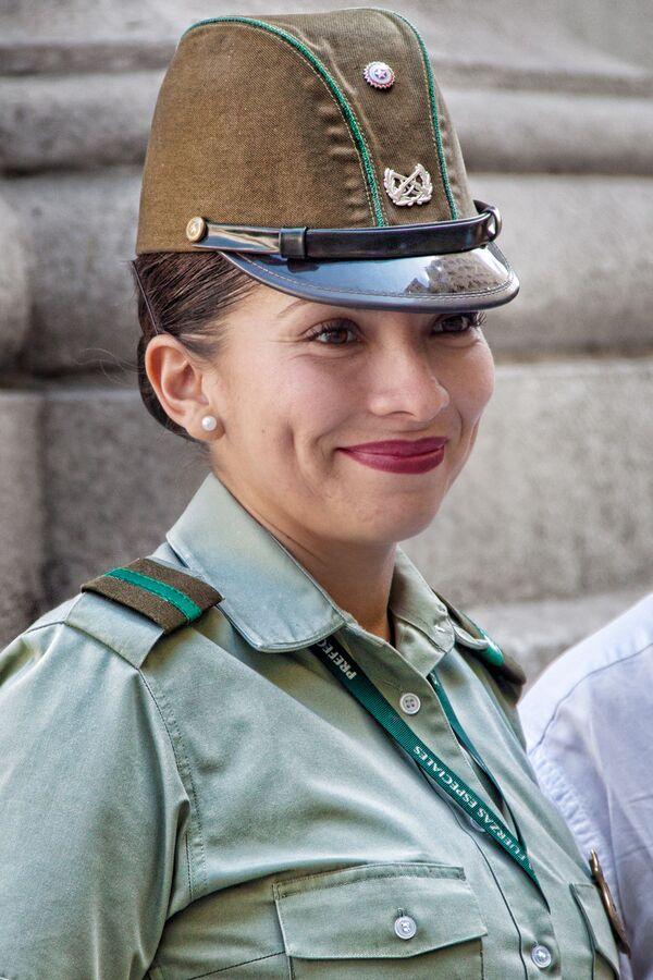 Żołnierka w Santiago w Chile - Sputnik Polska