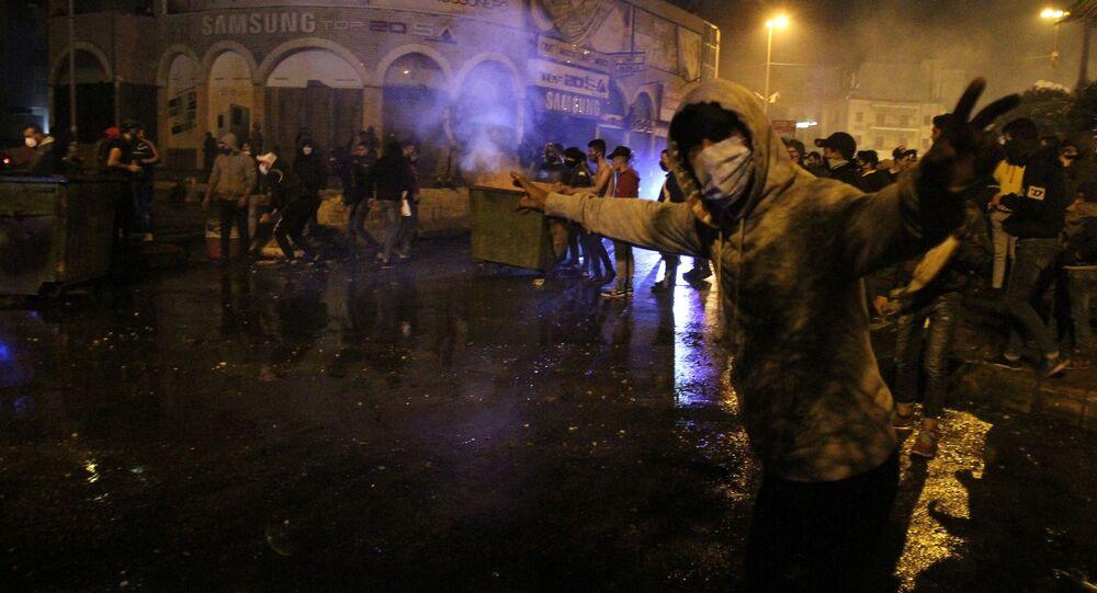 Protestujący przeciwko lockdownowi w Libanie