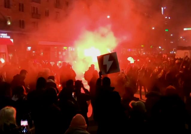 Tysiące protestujących w Warszawie