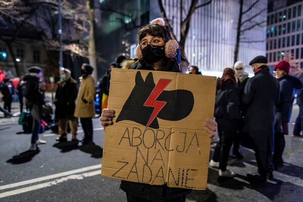 Protesty w Warszawie 27 stycznia 2021 roku po zaostrzeniu prawa aborcyjnego w Polsce - Sputnik Polska