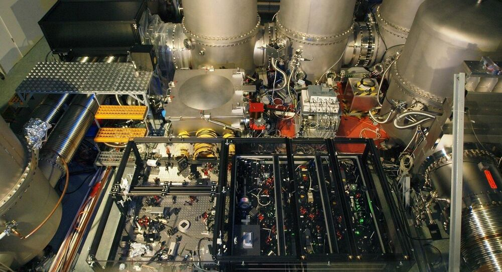 Urządzenie do uzyskiwania światła ściśniętego detektora fal grawitacyjnych GEO600