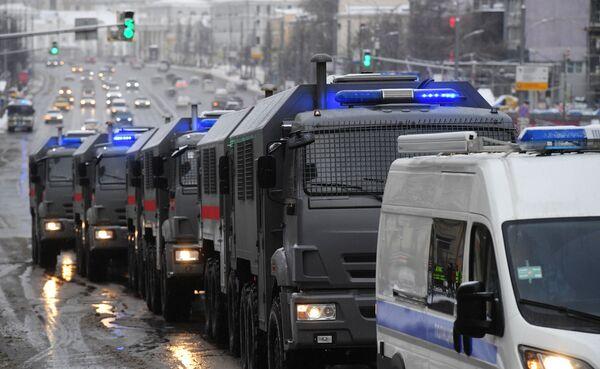 Samochód Rosgwardii podczas nielegalnego protestu zwolenników Aleksieja Nawalnego w Moskwie - Sputnik Polska