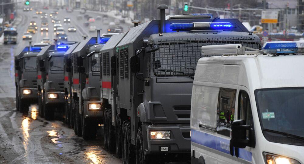 Samochód Rosgwardii podczas nielegalnego protestu zwolenników Aleksieja Nawalnego w Moskwie.