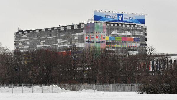 Budynek centrum technicznego telewizji Ostankino z sztandarem Pierwszego Kanału - Sputnik Polska