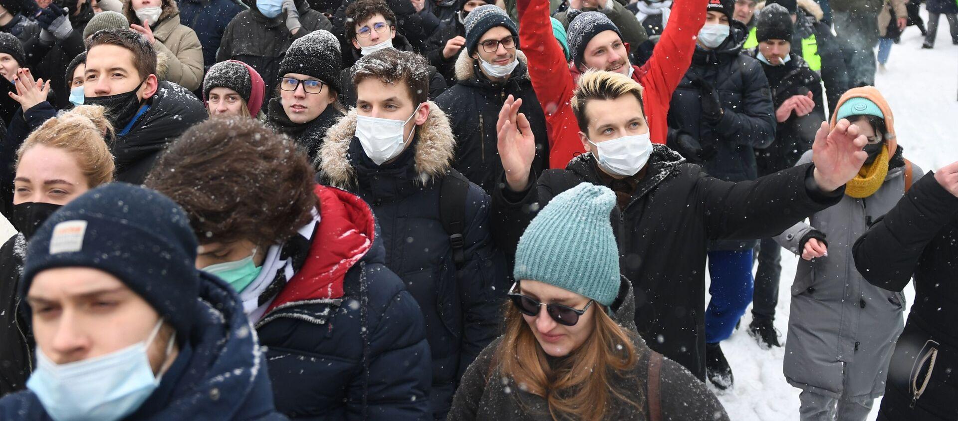 Uczestnicy nielegalnej akcji zwolenników Aleksieja Nawalnego w Moskwie - Sputnik Polska, 1920, 10.02.2021
