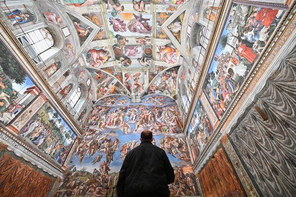 Gość w Kaplicy Sykstyńskiej w dniu ponownego otwarcia Muzeów Watykańskich - Sputnik Polska